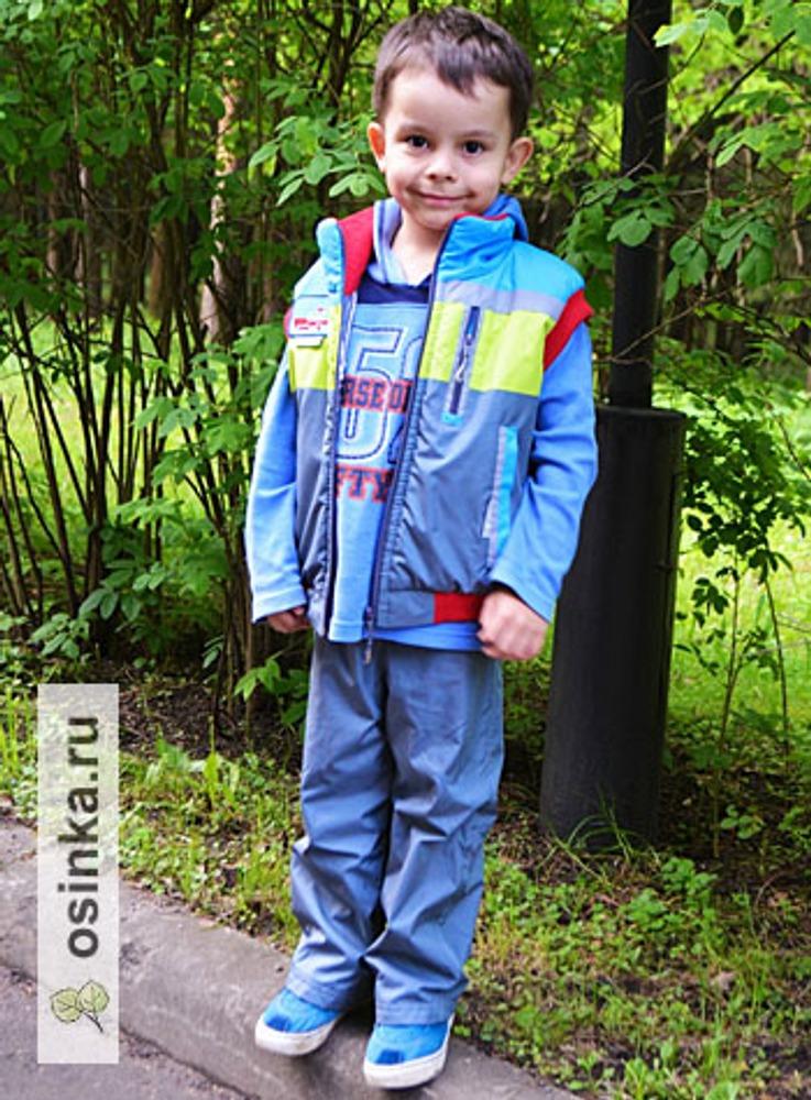Фото. Детский комплект: жилетка + брюки. То, что нужно для прогулок!