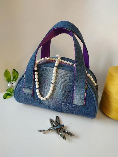 Фото. Джинсовая сумочка, такую можно сшить из старых джинсов.  Автор работы - Кроха_Туля
