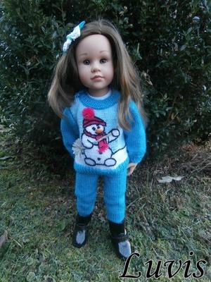Фото. Очаровательные вязаные костюмчики со снеговиками для кукол Готз и Паола Реина. Автор работы - Luvis