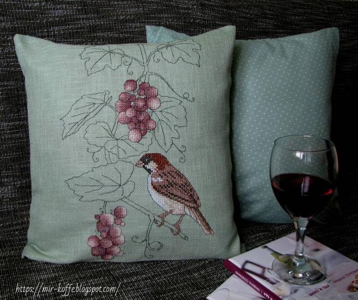 """Фото. Подушка """"Воробей и виноград"""". По мотивам схемы Ajisai Designs.  Автор работы - ludmilk_@"""