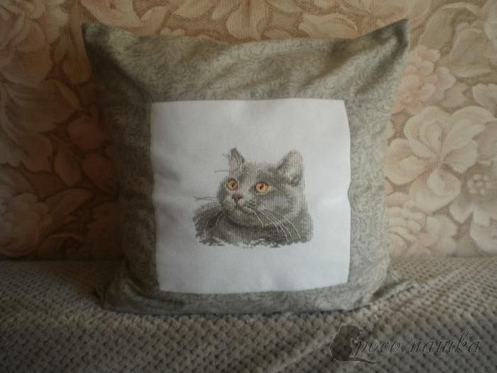 Фото. Подушка с вышивкой домашнего любимца - почему бы и нет?!  Автор работы - росомашка