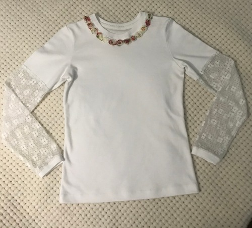 Фото. Во многих случаях футболка с длинным рукавом оказывается удобнее блузки. Особенно в начальной школе.   Автор работы - octrov_natali