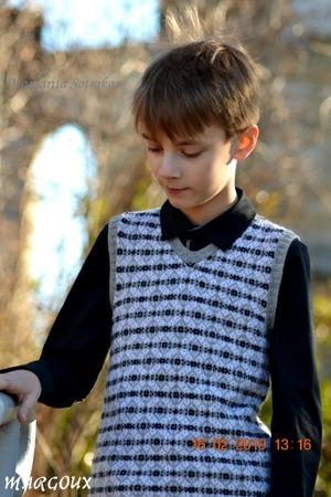"""Фото. Жилет для мальчика """"Каменный замок"""".  Автор работы - Margoux"""