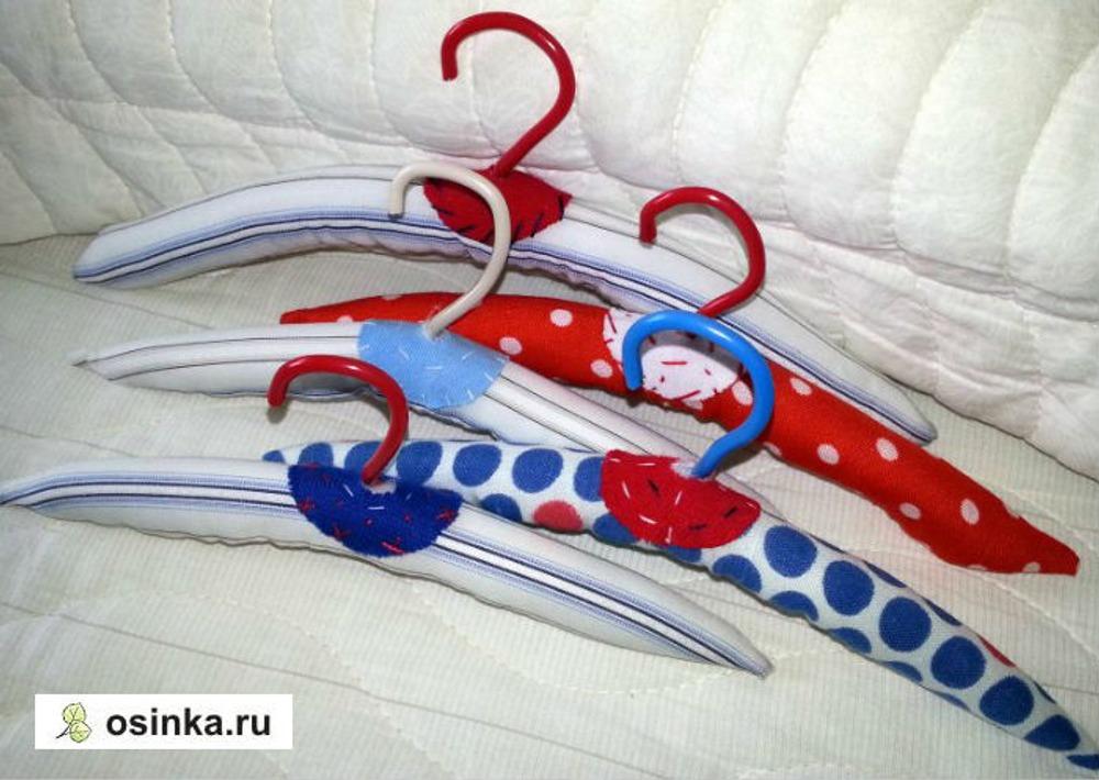 Фото. ..а вот вешалочки для кукольных платьев в этот фейский шкафчик я сделала сама.
