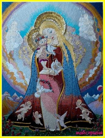 """Фото. Вышитая икона - """"Богородица с младенцем"""". Гладь и декоративные стежки - наметочный, стебельчатый, цепной, """"французский узелок"""", вышивка бисером и пайетками.  Автор работы - майстрыня"""