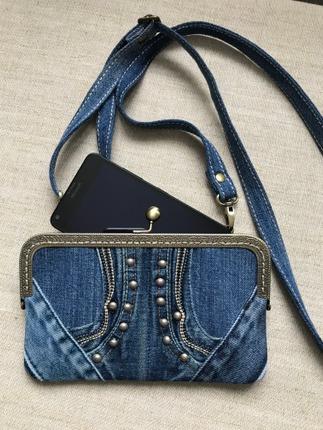 Фото. Если раньше телефоны прятали в чехлы, чтобы защитить, сейчас - чтобы было удобно брать с собой. Фермуарная сумочка-клатч для телефона.  Автор работы - SONY_