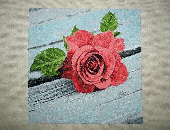 Фото. Роза, машинная вышивка.  Автор работы - Mazzy