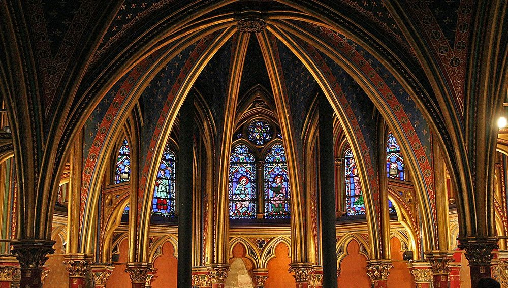 Фото. 39. Сент-Шапель. Часовня при королевском дворце, освящена в 1246 г. Нижняя капелла. Париж.