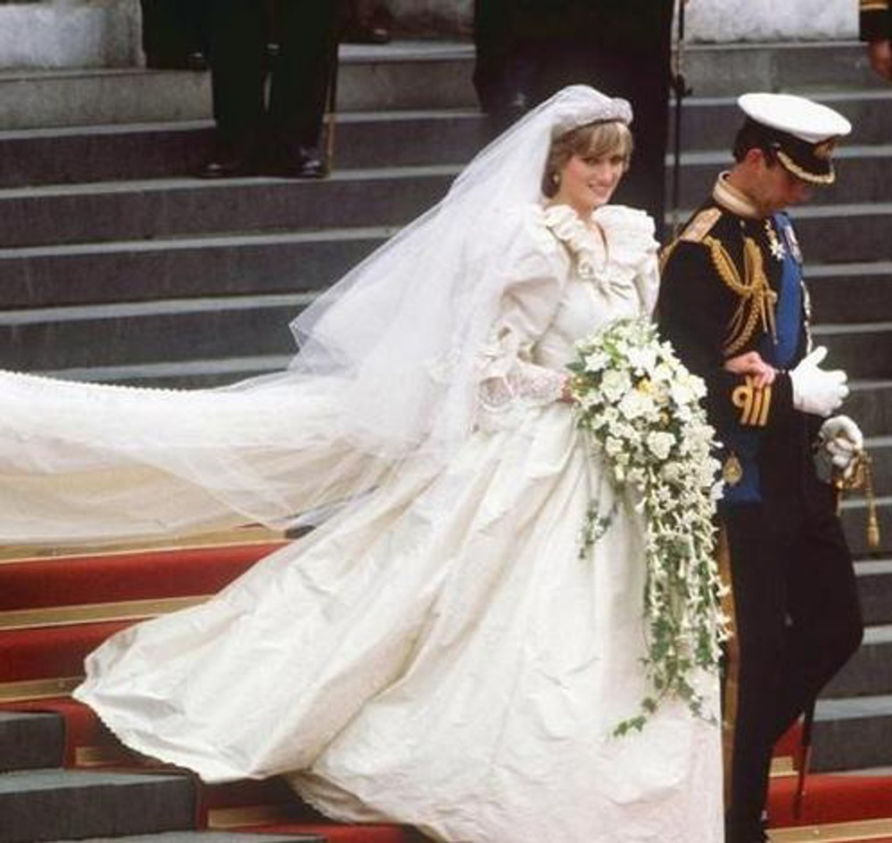 Фото. 24. Свадьба принца Чарльза и Дианы Спенсер. 29 июля 1981 года. Свадебное платье Дианы разработано в студии  Дэвида и Элизабет Эмануэль.
