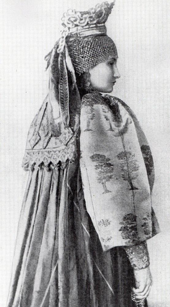 Фото. 37. Русский народный костюм.