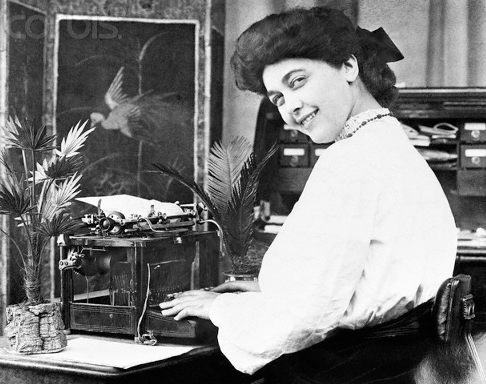 Secretary at Typewriter Smiling, 1904 г.