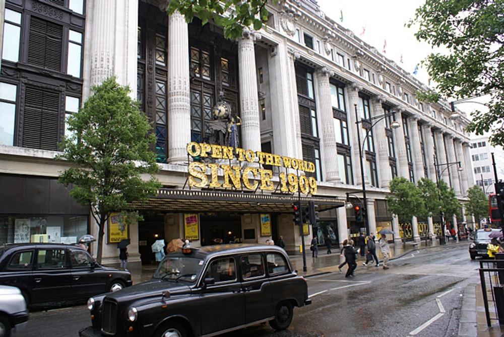 """Универсальный магазин """"Selfridges"""" в Лондоне в наши дни."""