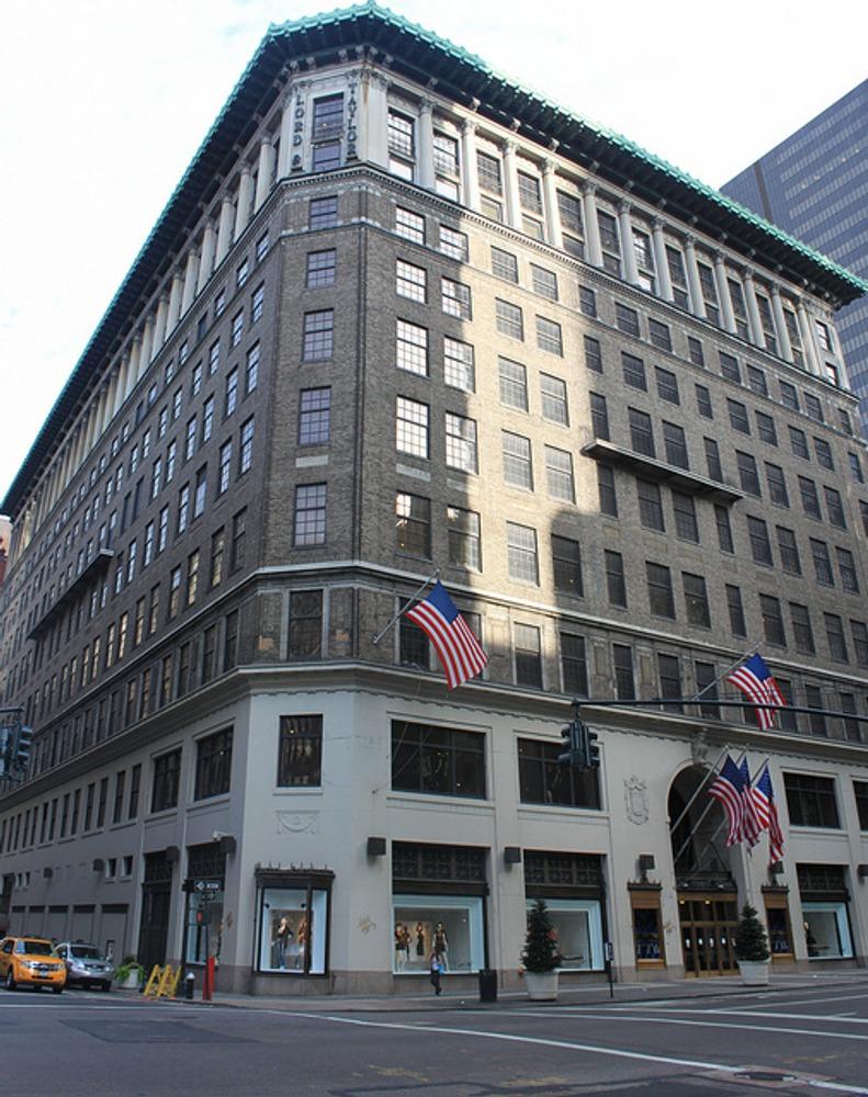 """Универсальный магазин """"Лорд и Тейлор"""" в Нью-Йорке."""