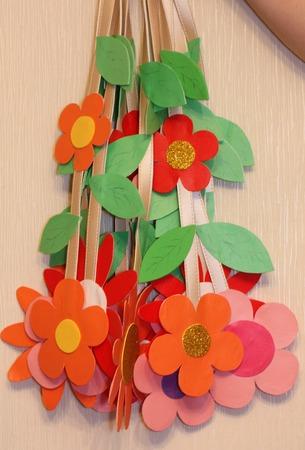 Фото. Цветы-подвески в садик.  Автор работы - Сара Коннор