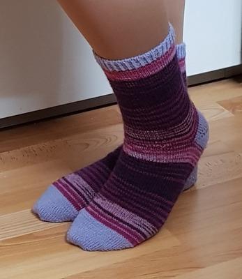 Фото. Носочки из секционной пряжи - цвет на пятку  и носок пришлось подбирать.