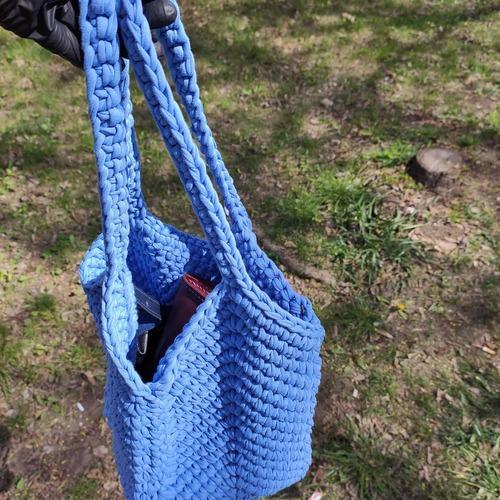 Фото. Ленточная трикотажная пряжа - очень распространенный материал для летних сумок.   Автор работы - Tomoa