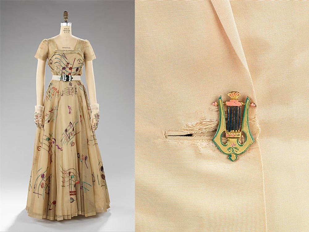 """Фото. Скиапарелли, платье из """"музыкальной"""" коллекции."""