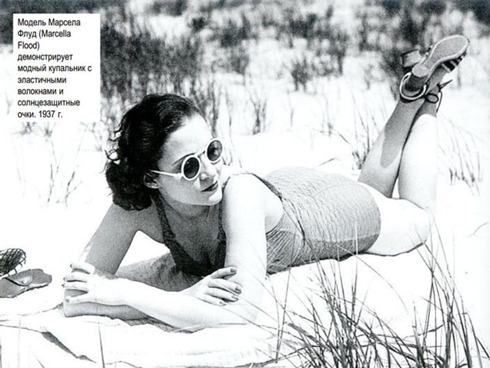 Фото. Модель Марсела Флуд демонстрирует купальник с эластичными волокнами и солнцезащитные очки, 1937 г.