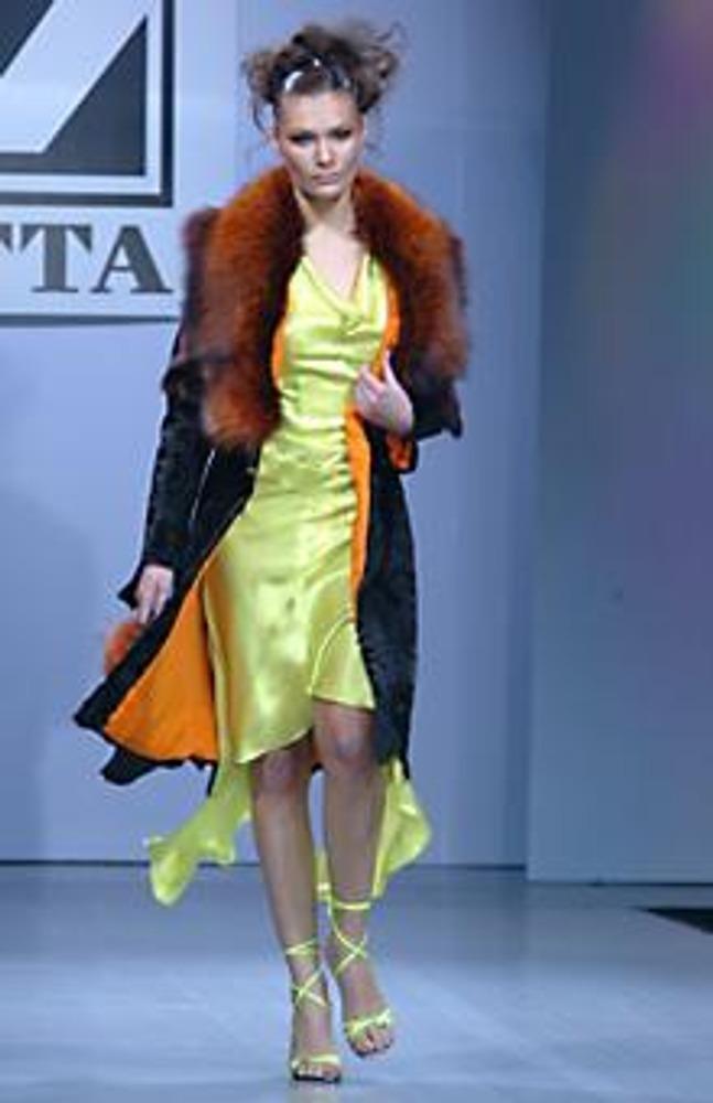 Фото. Платье и подкладка к пальто - из натурального шелка. Коллекция Zetta, осень-зима 2004/2005