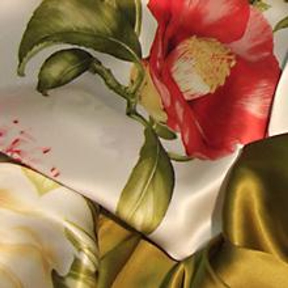 "Фото. Именной шелк от Роберто Кавалли. Съемка тканей произведена в магазине ""Шелковая кукла"", Москва"