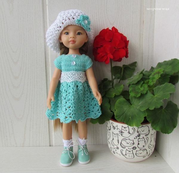 Фото. Берет отлично дополнит и летний образ: мятно-белое платье и берет для кукол Paola Reina. Автор работы - grini13