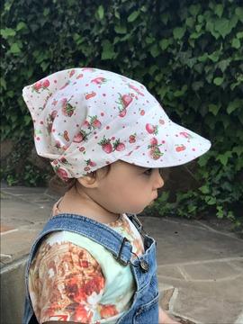 Фото. Стильная косынка с козырьком/кепка для девочки. Отделка остатками кружева. Автор работы - Медведь