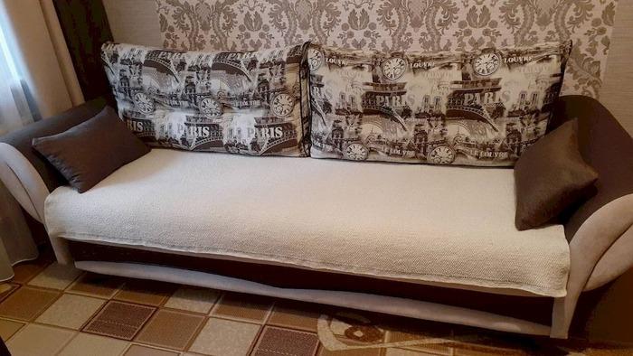 Фото. Накидка на диван жемчужной вязкой.  Автор работы - javalja