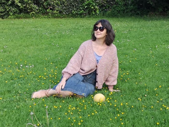 Фото. Кофточка из трёх видов пряжи - цветное букле, розовый кашемир с шелком и золотые пайетки.  Автор работы - Virina1