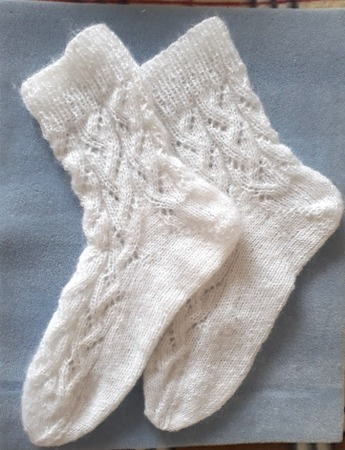 Фото. Носочки с пяткой укороченными рядами из Alize Angora. Автор работы - Ladynelly