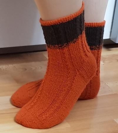 Фото. Носочки с контрастным манжетом. Автор работы - Rady