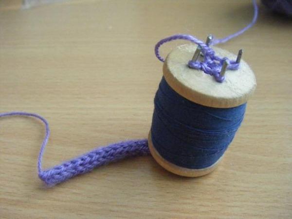 Фото. Простейшее приспособление для плетения шнуров можно сделать самостоятельно!