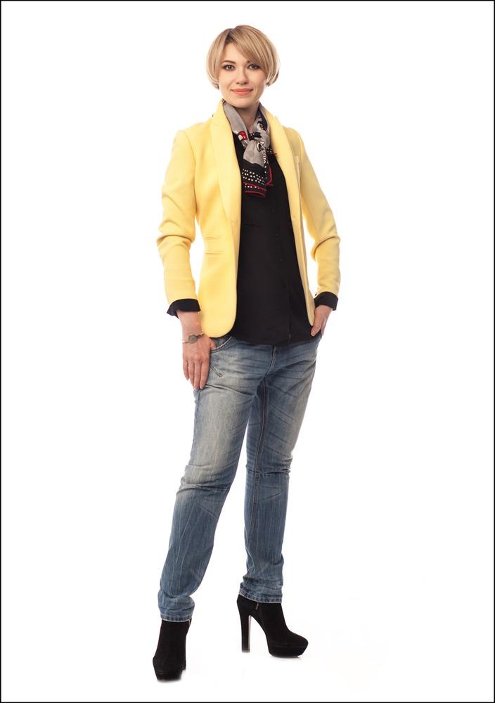 Комплект №3 . Блуза – Mango. Жакет – Zara. Джинсы – Medicine. Платок – Moschino (Stockmann)