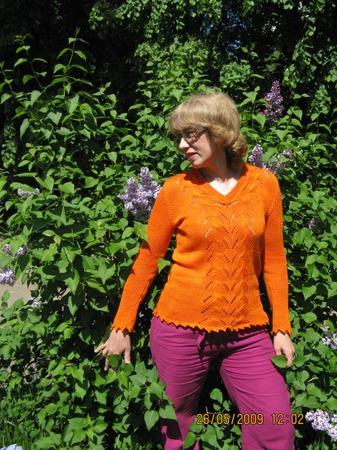 Фото. остановилась на шитье и вязании, как самых сильных увлечениях в моей жизни. Оранжевый пуловер связан на машине.
