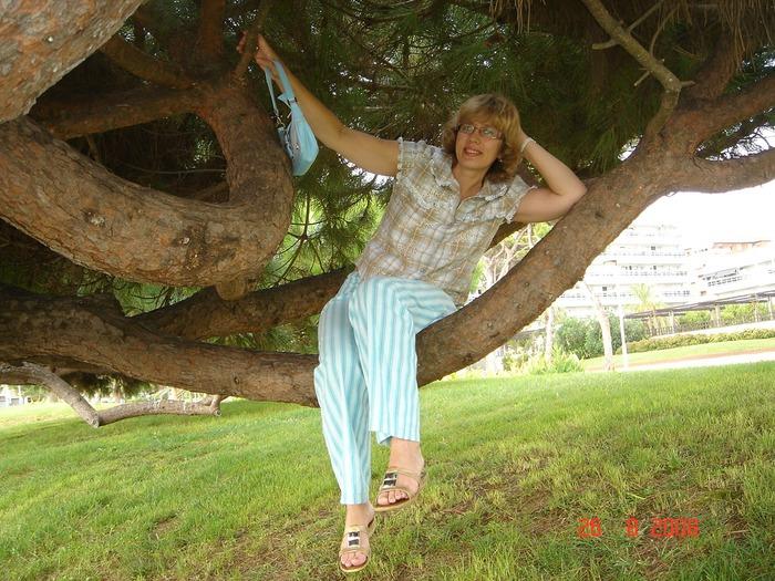 Фото. Летний наряд: брюки из льна и блузка из шитья.