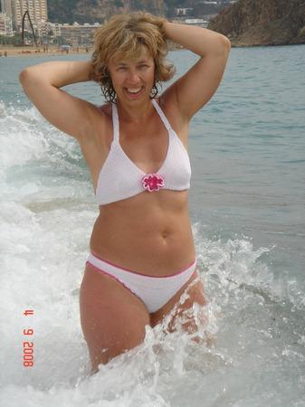 Фото. Белый вязаный купальник.