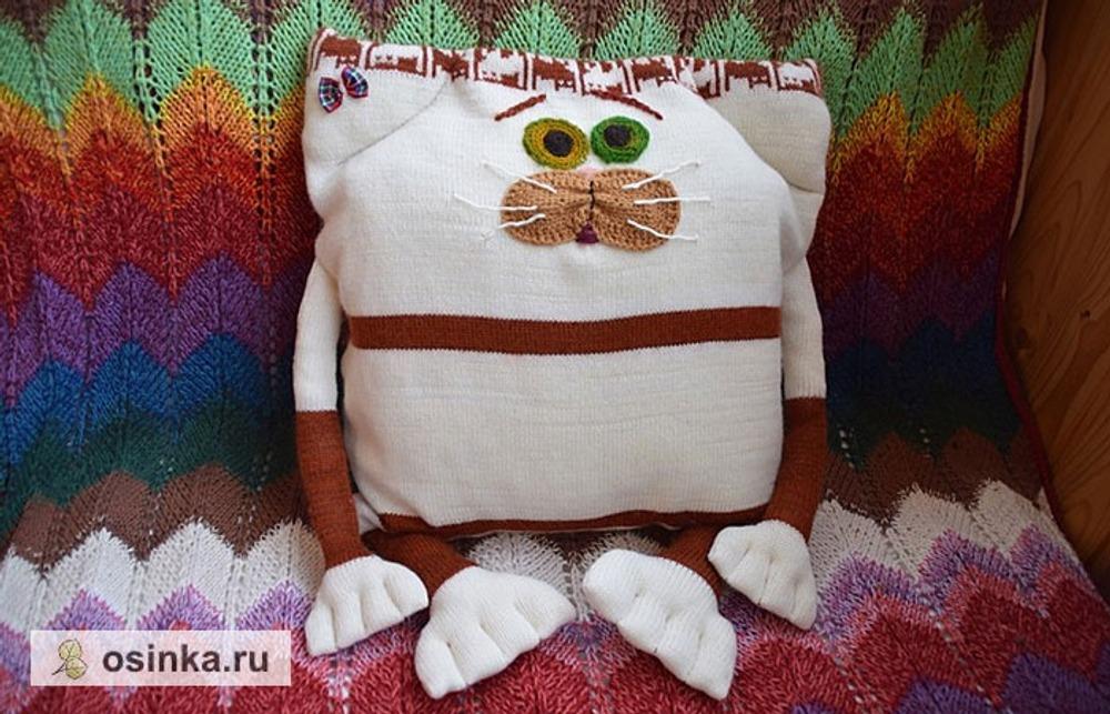 Фото. Подушка из льняной ткани с вышивкой.  Автор работы - Анечка-Иванечка
