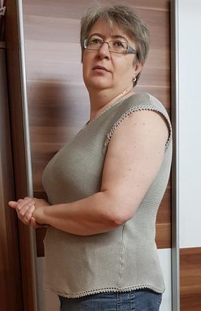 Фото. Обновка - топ со спущенным плечом из мерсеризированного хлопка.