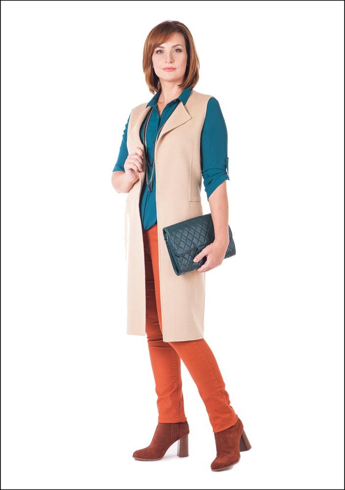 Комплект №2 . Кашемировый жилет – Zara. Блуза – Befree.  Джинсы и ботильоны – Mango