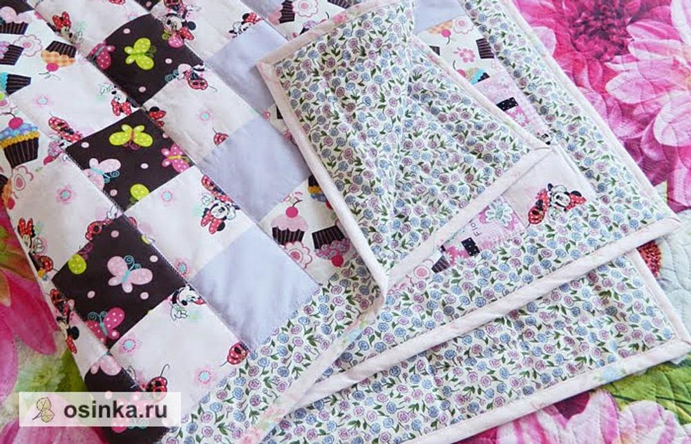 Фото. Хлопчатобумажные ткани особенно популярны у мастеровпэчворка. Хлопковое лоскутное покрывало для малышки Полины. Автор работы - -=Маринка=-