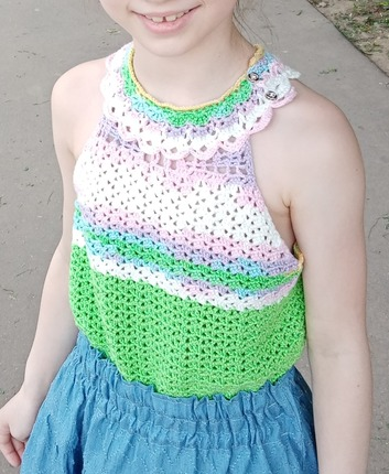 Фото. Вязаный топик для девочки из остатков ниточек. Автор работы - Осень-осень